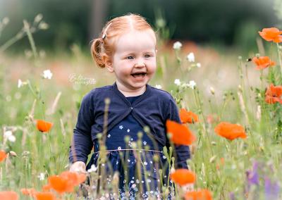 Gezinsfotograaf Nuenen Julia in de bloemen